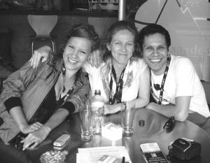 (De izquierda a derecha) Claudia Fernández, Andrea Saltzman y William Cruz.