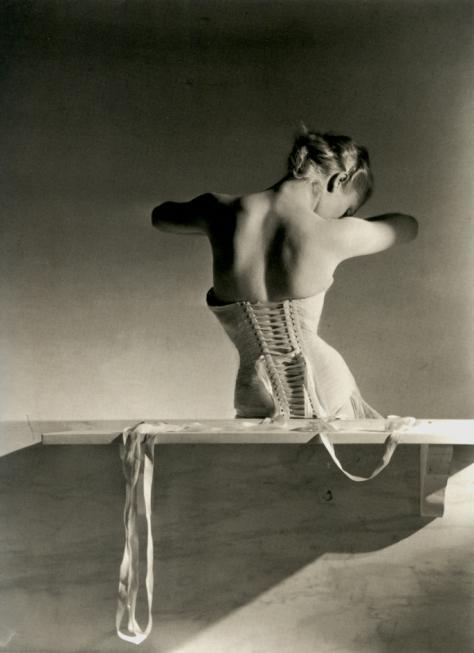 Horst P. Horst. Vogue, París, 1939. © Condé Nast Publications.